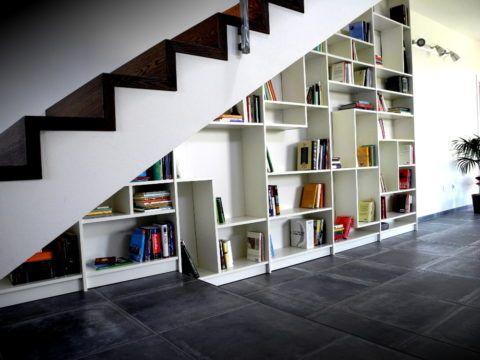Вместительный стеллаж для книг