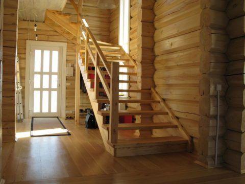 Даже в очень модных в настоящее время скандинавских интерьерах предпочтение отдаётся простым и функциональным конструкциям