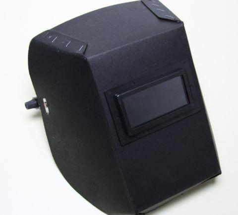 Для домашнего использования подойдет и самая дешевая картонная маска сварщика