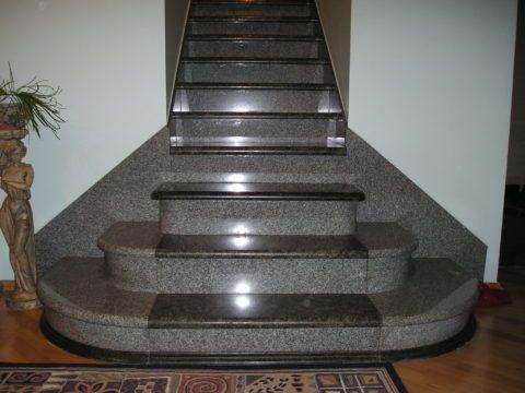 Готовая гранитная лестница