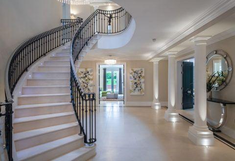 Готовая лестница из такого материала как бетон выглядит весьма изысканно и презентабельно