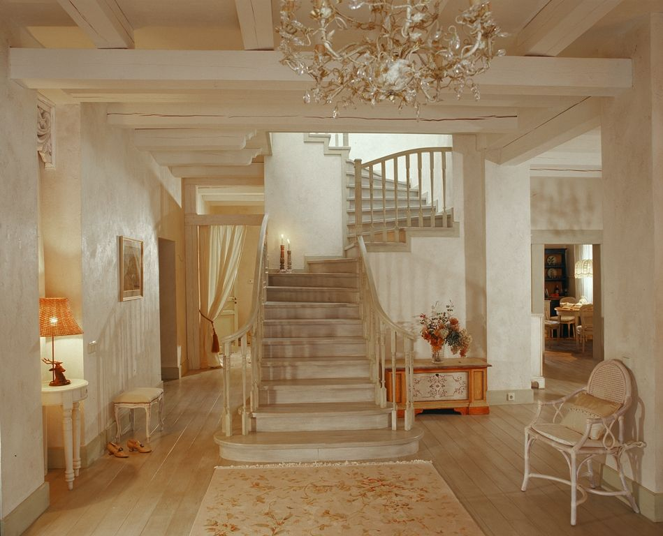 пластиковые цепи гостиная с лестницей фото в стиле прованс кабинки как