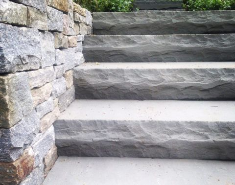 Лестница из серого гранита