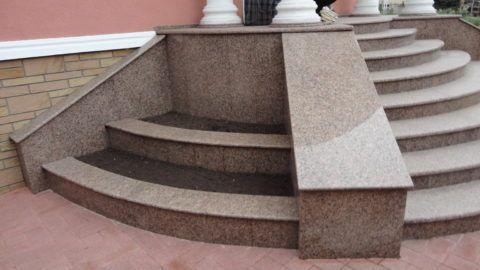 Лестницы гранитные сложной формы