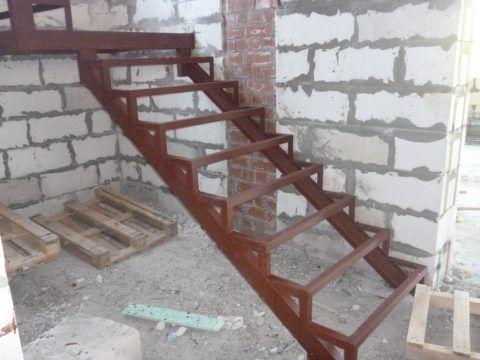 Лестницы металлические из уголка и трубы