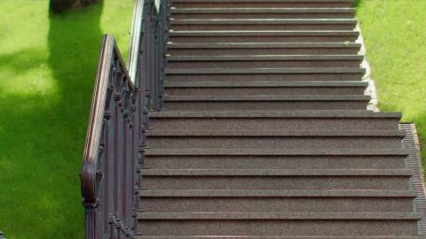 Маршевая лестница с гранитным покрытием