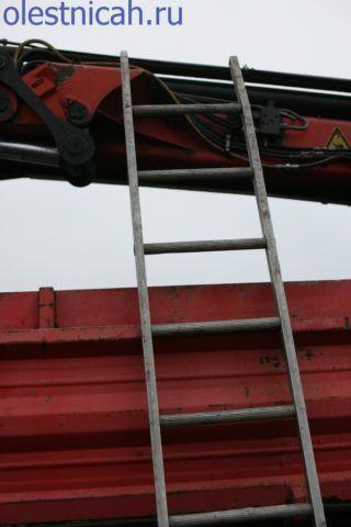Наряду со сложными гидравлическими подъёмниками на автомобильном шасси, ручные лестницы остаются на оснащении боевых расчётов