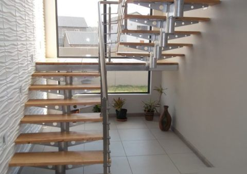 П-образные лестницы на металлокаркасе при кажущейся сложности в сборке более просты