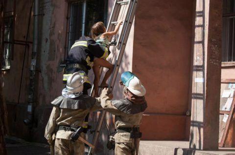 Пожарная лестница в своей стихии