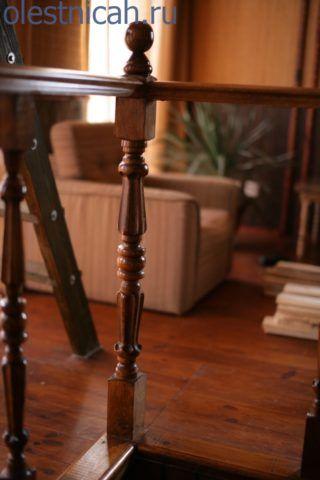 При всей свой простоте конструкции деревянный столб очень важный элемент лестницы
