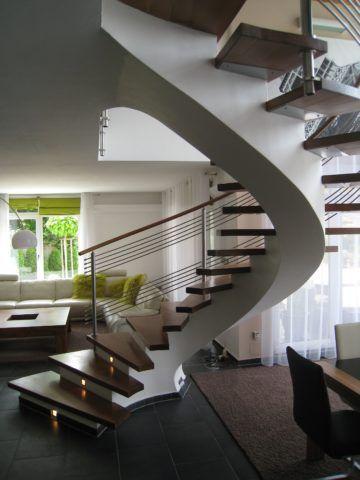 Прочность конструкции позволяет рационально использовать пространство под лестницей