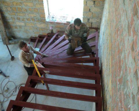 Прочность стен важна не меньше, чем прочность лестничного каркаса