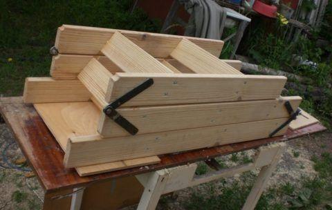Разборные деревянные лестницы на чердак для удобства хранения