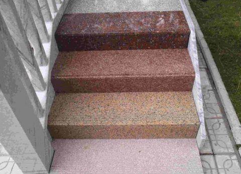 Разноцветные накладные ступени из гранита