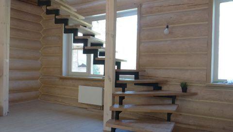 Сложный металлический каркас для изготовления лестницы лучше не выбирать, если у вас немного опыта