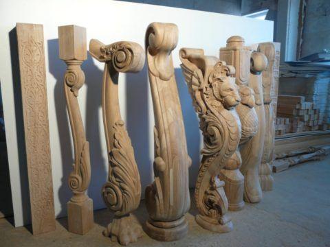 Современные технологии изготовления позволяют получать столбы деревянной лестницы самой различной конструкции и формы