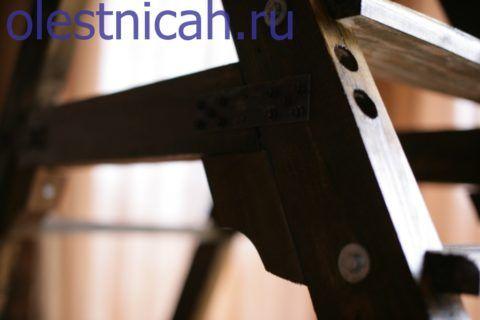 Стальная пластина с десятью крепёжными саморезами на две стороны позволит надёжно связать сопряжение в помощь основному крепежу, выполненному «в потай»