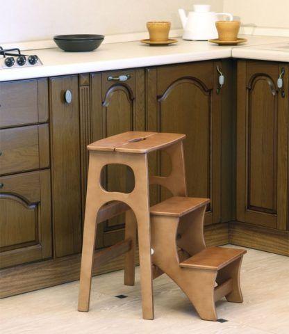 Табурет-лестница в интерьере кухни
