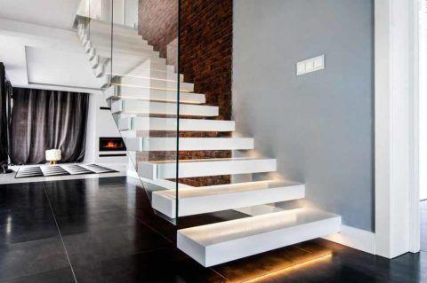 Такие лестницы создают красивый эффект парящих ступеней и отвечают на вопрос как залить бетонные ступеньки небольшим количеством бетона