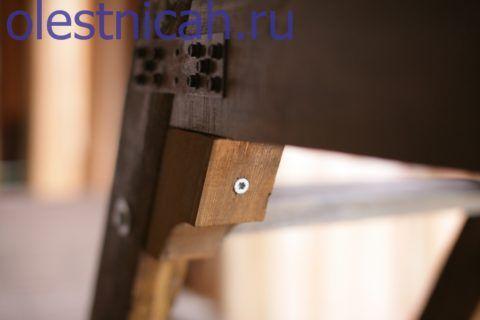 Угловые вставки удобно крепить достаточной длины мебельным конфирматом с потайной головкой