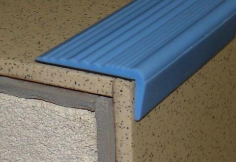 Уголок резиновый на ступени