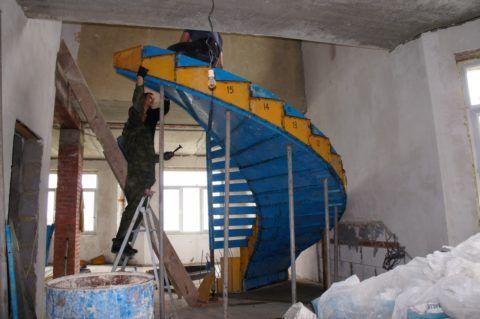 Установка съемной опалубки для винтовой монолитной конструкции