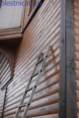 В некоторых случаях, даже деревянные строения имеют такую высоту, что вылета трёхколенной лестницы не хватает