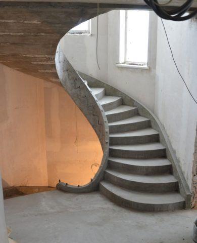 Винтовые лестницы подойдут для устройства в ограниченном пространстве