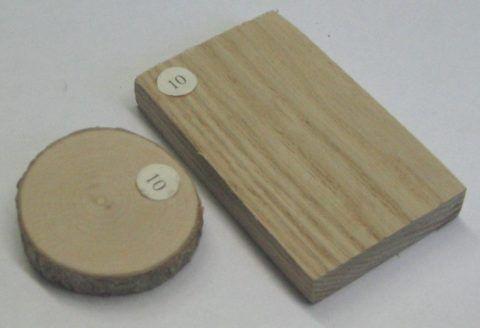 За счёт более плотного окрашивания, ясень выигрышно смотрится на качественно шлифованных изделиях