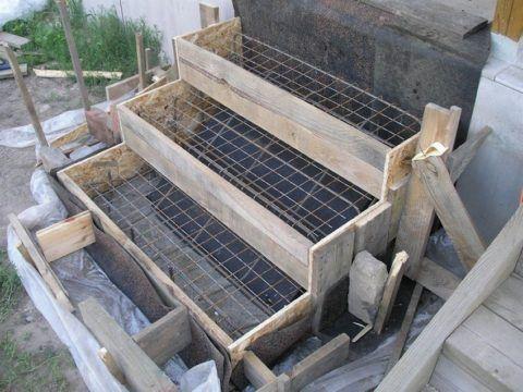 Заливка бетоном ступеней на старте