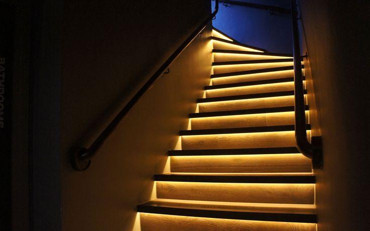 Светодиодная подсветка улучшает внешний вид лестницы
