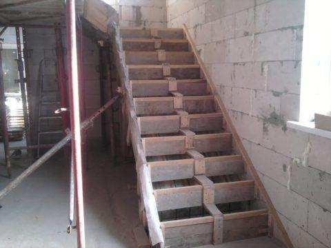 Бетонные лестницы - изготовление опалубки