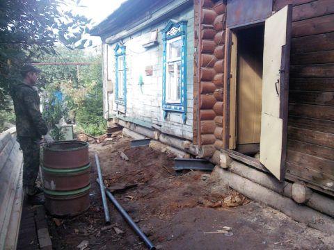 Демонтаж старого крыльца, для последующей реконструкции