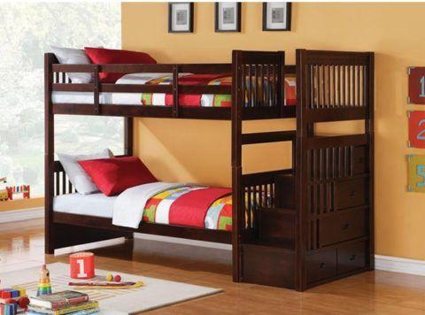 Двухъярусная кровать с лестницей - интересный вариант с дизайнерской точки зрения