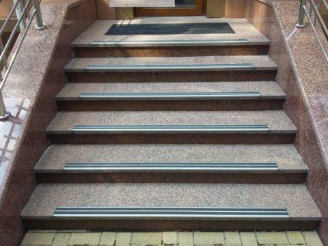 Функциональные и декоративные накладки на ступени