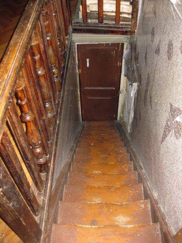 Износ деревянной лестницы