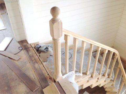 К обшивке деревом прибегают и при ремонте лестниц