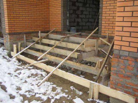 Как залить ступени для крыльца, чтобы оно было ниже уровня будущей двери