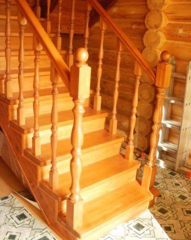 Комбинированные лестницы из сосны и бука