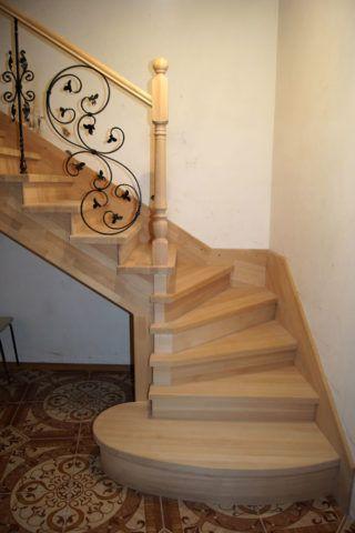 Компактная лестница из бука