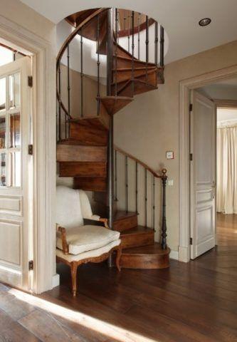 Ковка для лестницы в доме