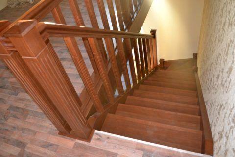 Лестницы деревянные из бука на направляющих-тетивах