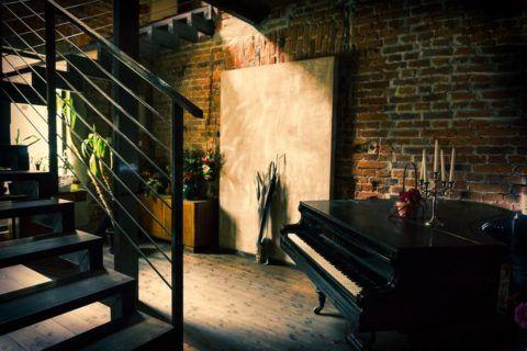 Лестницы в доме железные чаще можно встретить в современных интерьерах типа лофт