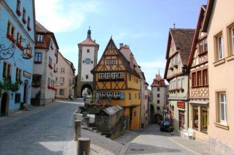 Невысокие строения средневековых городов были доступной целью для веревочной лестницы, запросто помещавшейся в кармане