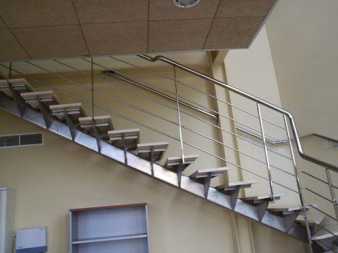 Однокосоурная межэтажная лестница