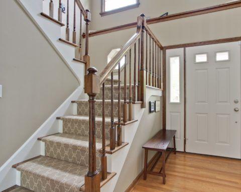 Оформление лестницы в стиле прованс