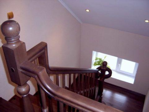 Пластиковые перила для лестницы на второй этаж