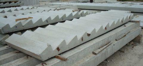 Подступенки таких изделий обычно немного скошены внутрь конструкции, чтобы увеличить проступь