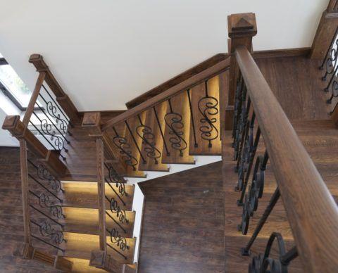 Подсветка для деревянной лестницы: красивый декоративный элемент в доме