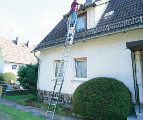 Приставные лестницы – незаменимое оборудование для ремонтных работ